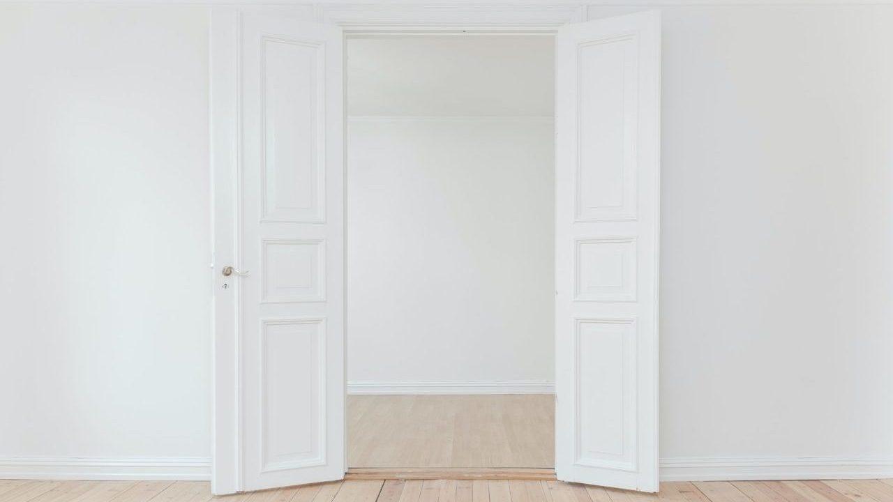 Klady a zápory dvoukřídlých dveří