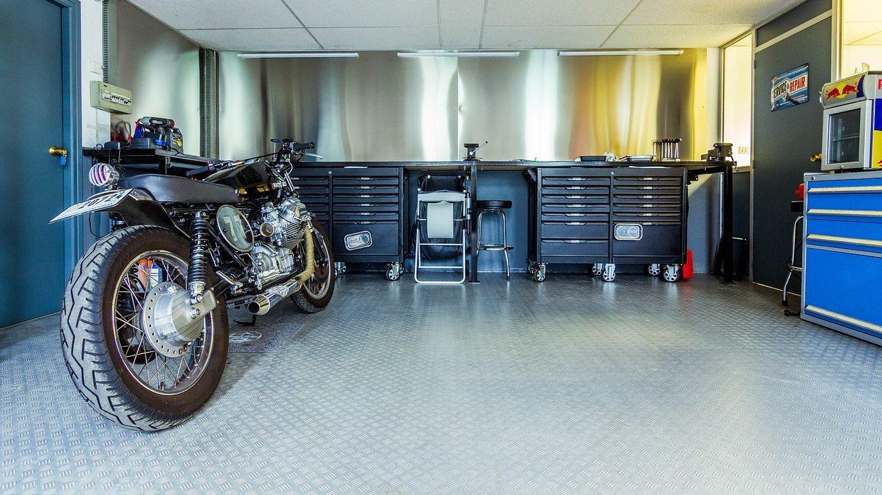 Jak zabezpečit samostatně stojící garáž
