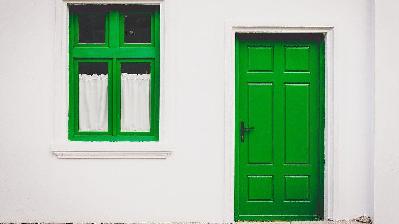 Co obnáší renovace vchodových dveří?